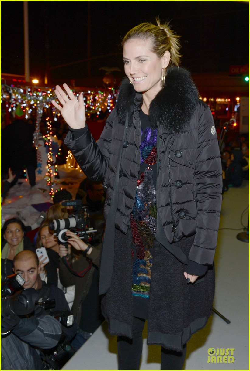 heidi klum christmas tree lighting ceremony in new york 07