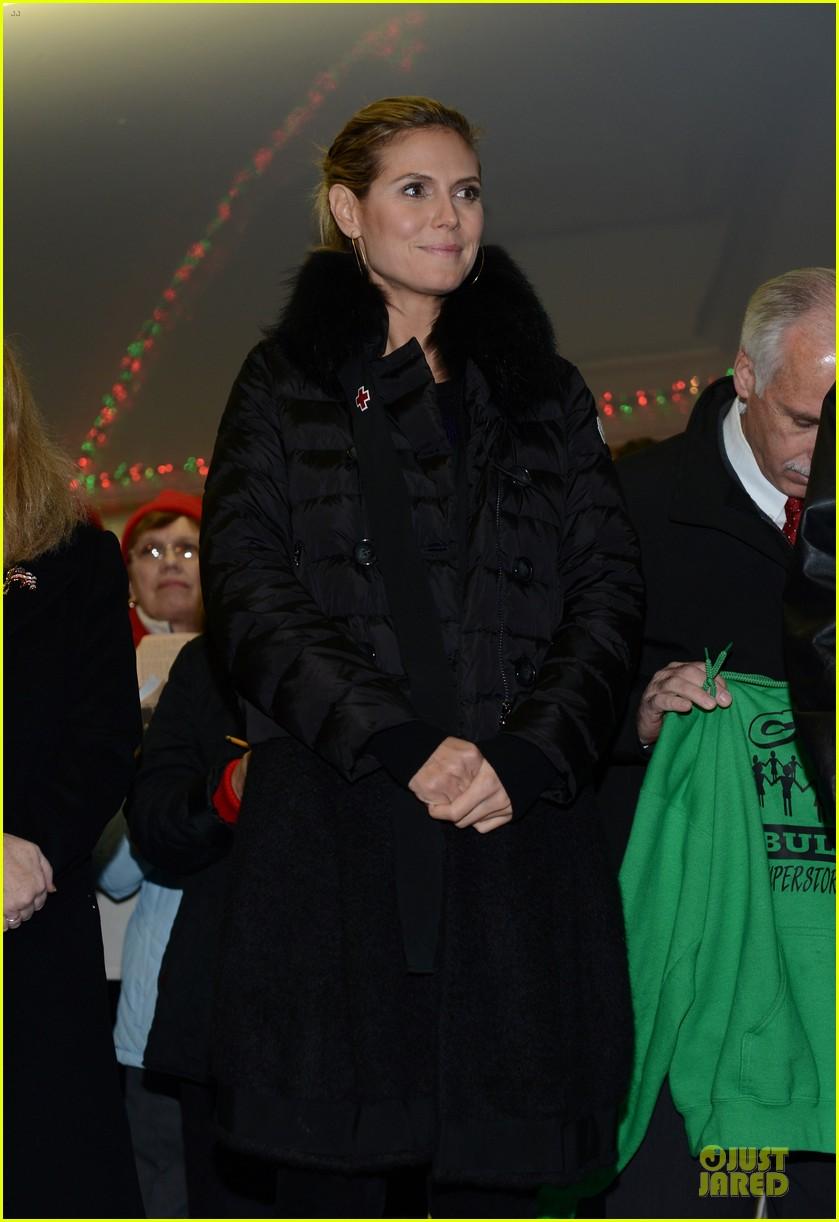 heidi klum christmas tree lighting ceremony in new york 15