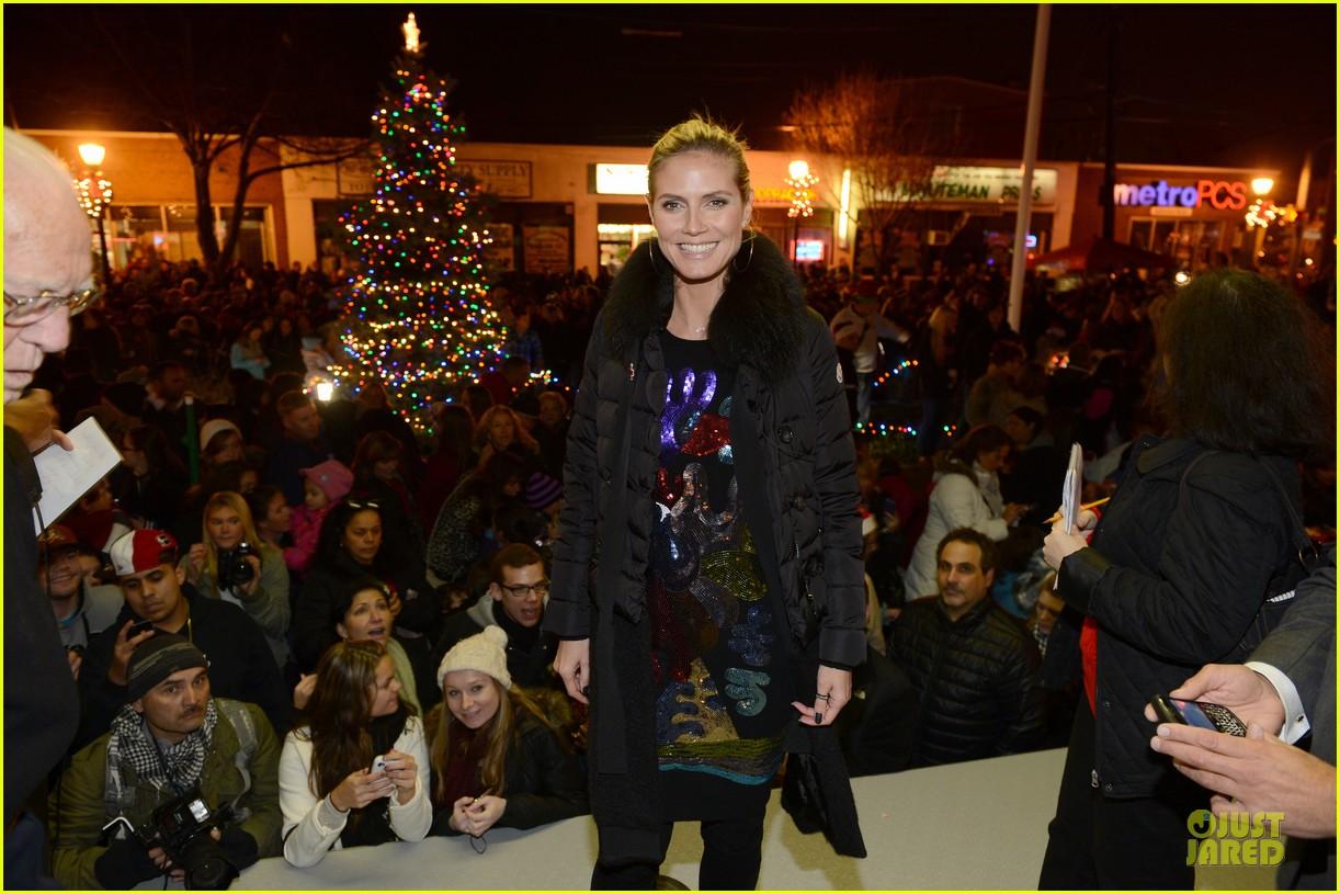 heidi klum christmas tree lighting ceremony in new york 16