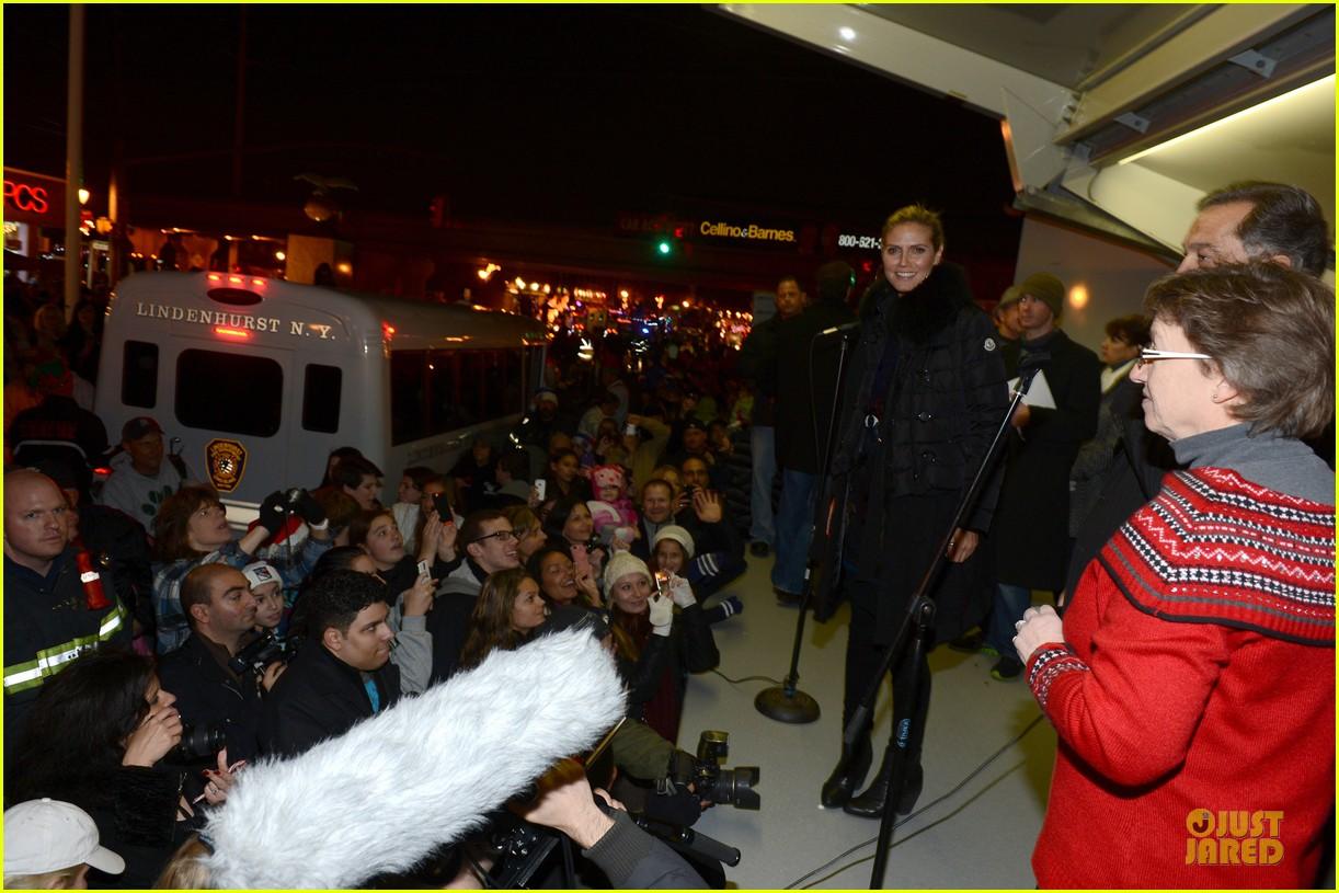 heidi klum christmas tree lighting ceremony in new york 232768368