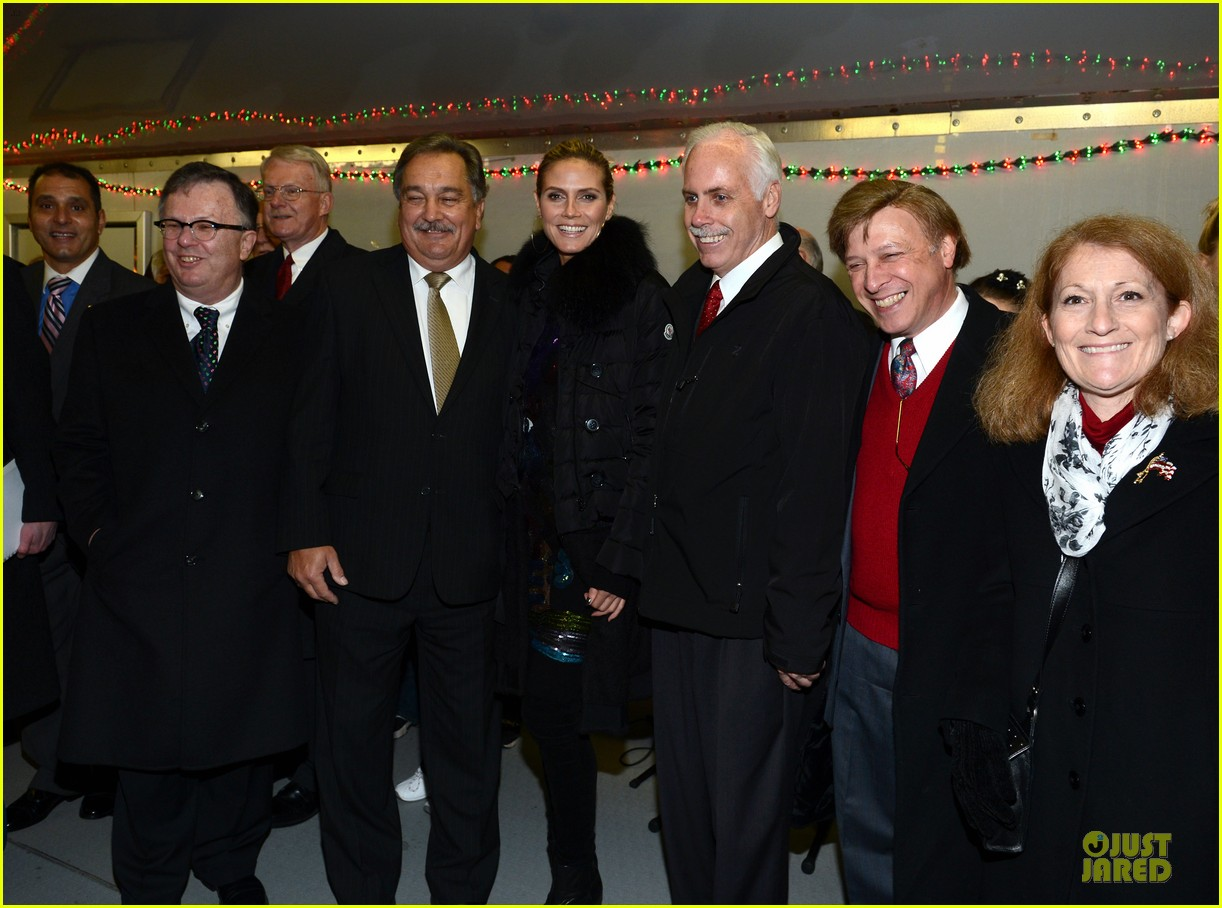 heidi klum christmas tree lighting ceremony in new york 262768371