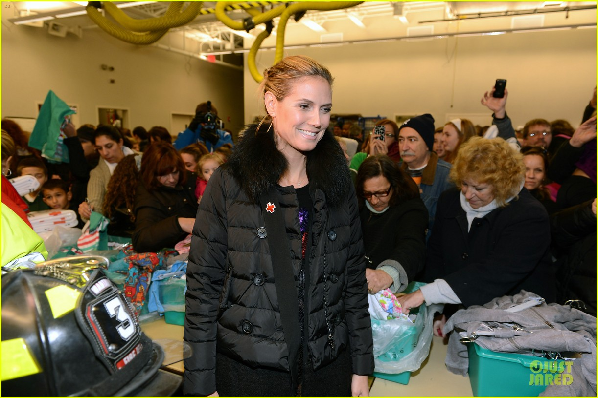 heidi klum christmas tree lighting ceremony in new york 28