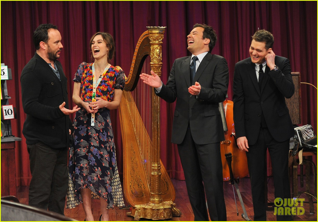 keira knightley musical instrument game with jimmy fallon 04