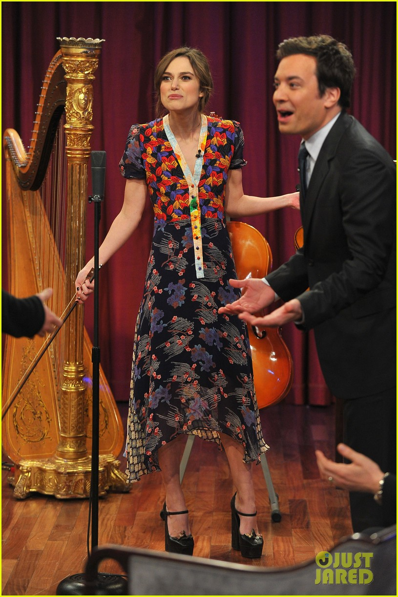 keira knightley musical instrument game with jimmy fallon 05