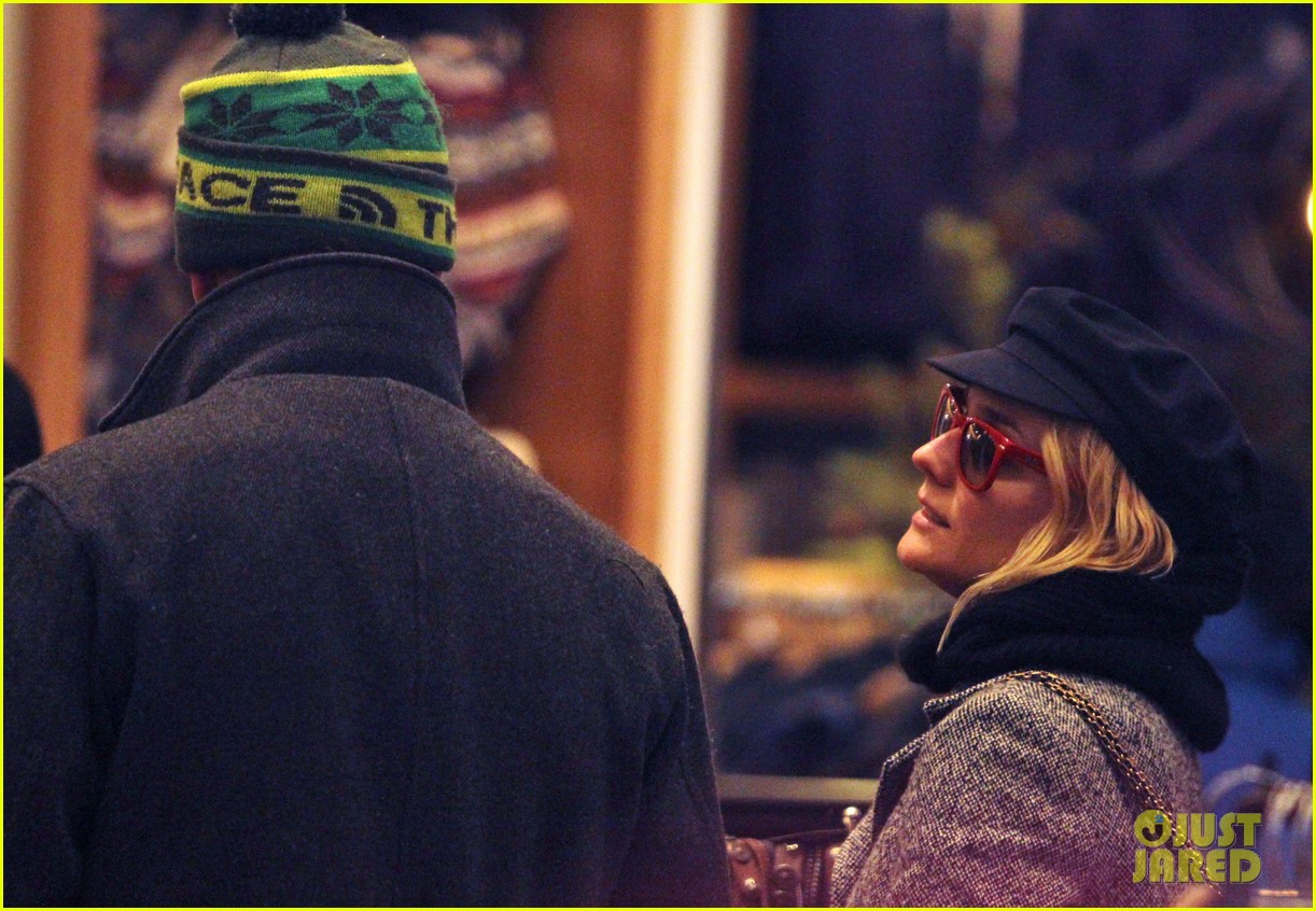 diane kruger joshua jackson holiday shopping kisses 122772192