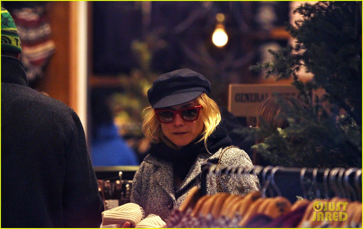 diane kruger joshua jackson holiday shopping kisses 13