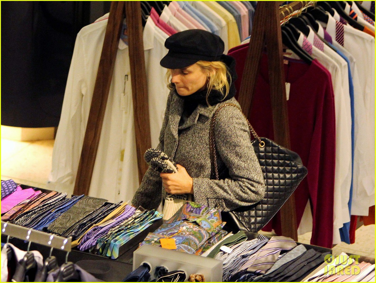 diane kruger joshua jackson holiday shopping kisses 222772202