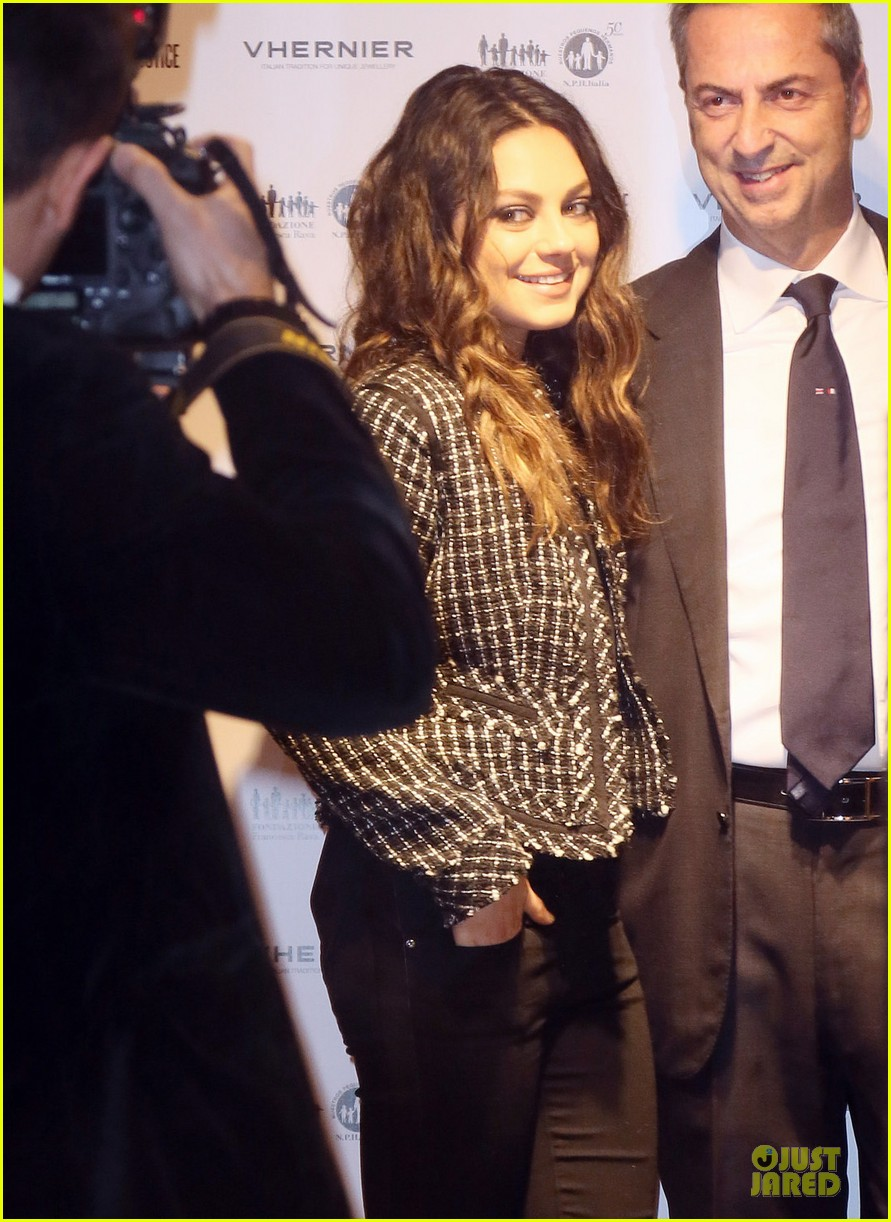 mila kunis & james franco arists for peace & justice cocktail 11
