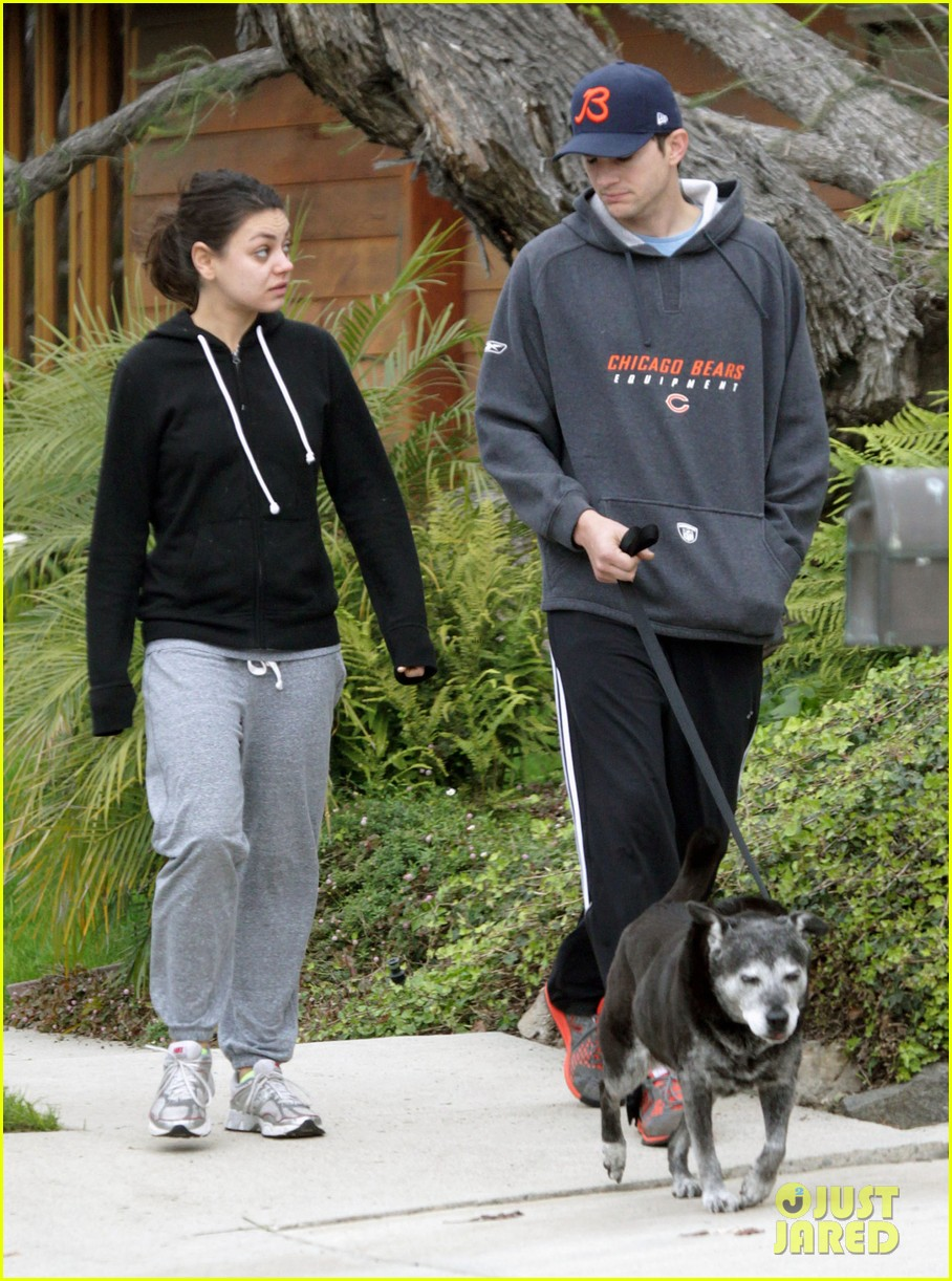 mila kunis ashton kutcher dog walk 05
