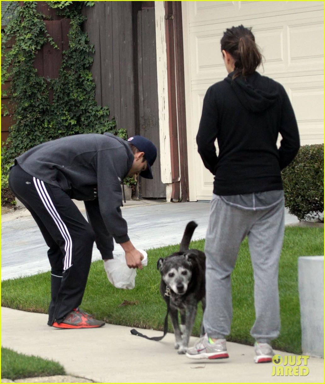 mila kunis ashton kutcher dog walk 21