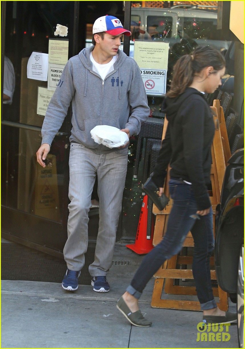 ashton kutcher mila kunis bossa nova lunch lovers 13