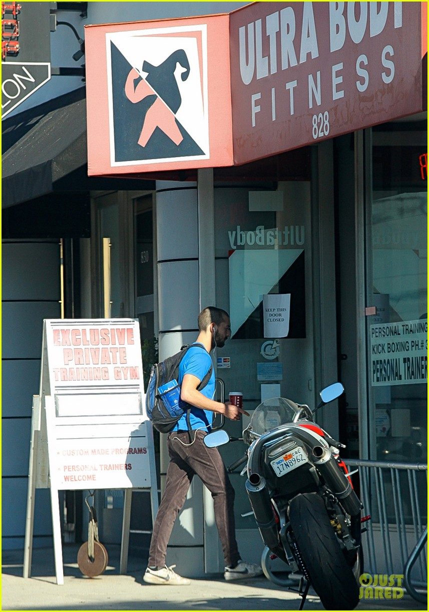 shia labeouf debuts new buzz cut at the gym 05