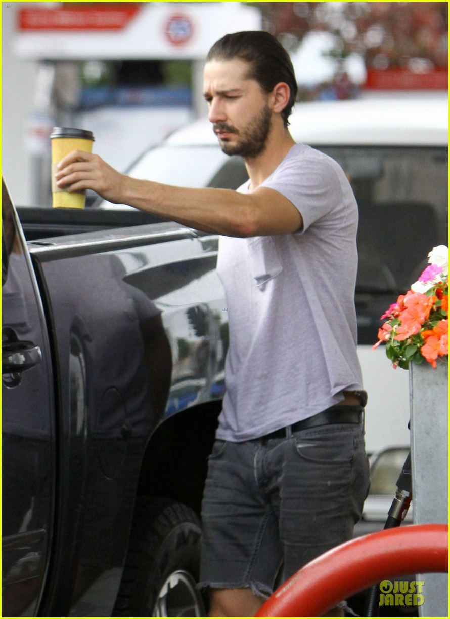 shia labeouf clogs gas station in los angeles 06