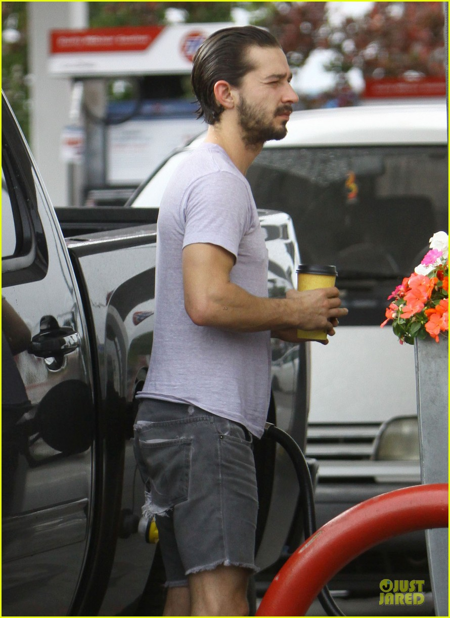 shia labeouf clogs gas station in los angeles 07