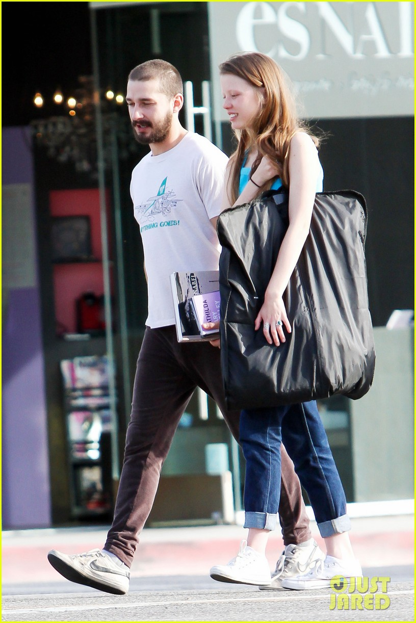 shia labeouf takes mia goth shopping 01