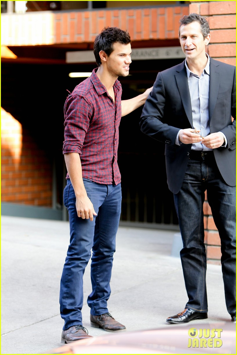 taylor lautner business in brentwood 01