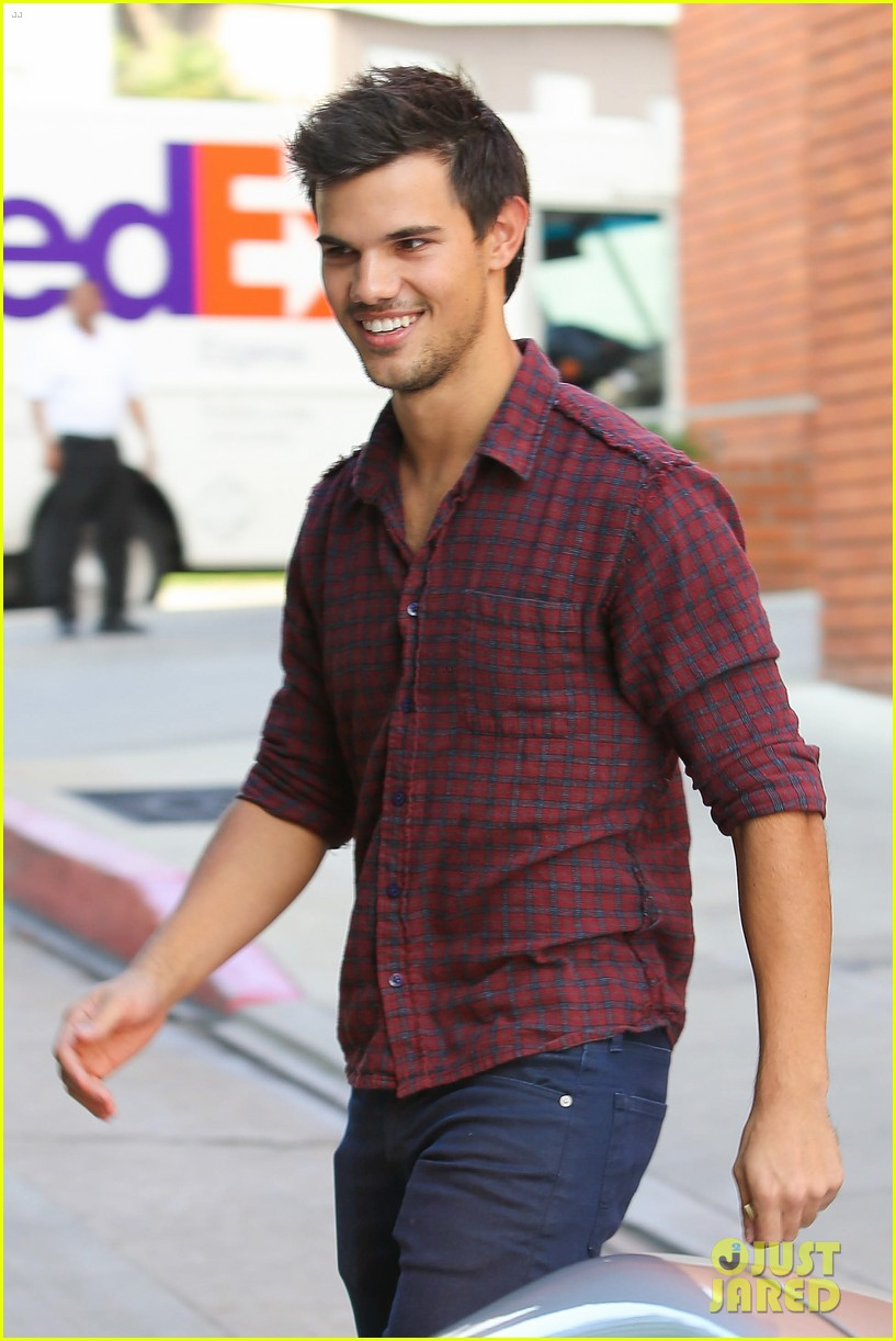 taylor lautner business in brentwood 022770975