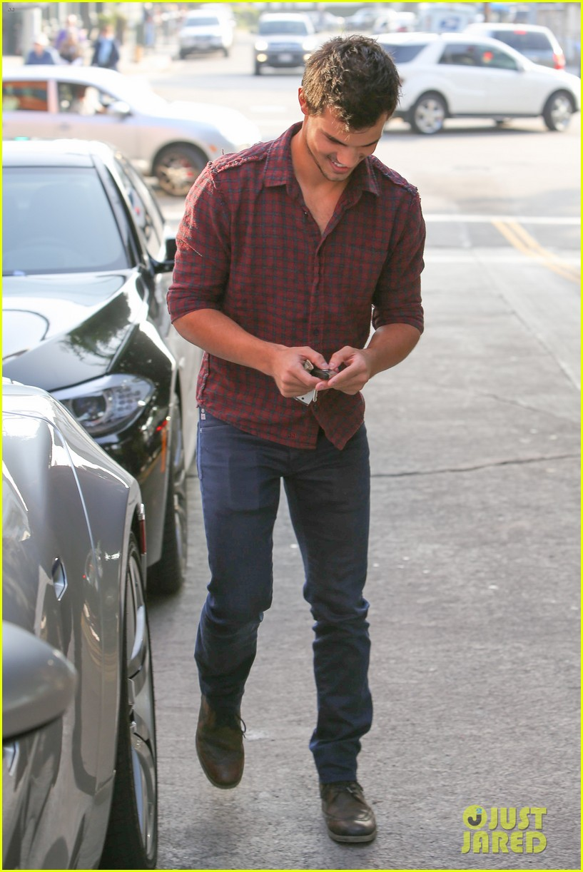 taylor lautner business in brentwood 03