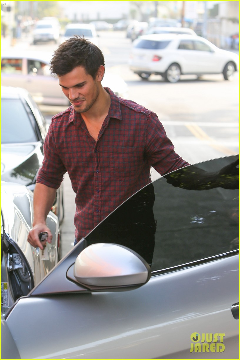 taylor lautner business in brentwood 142770987