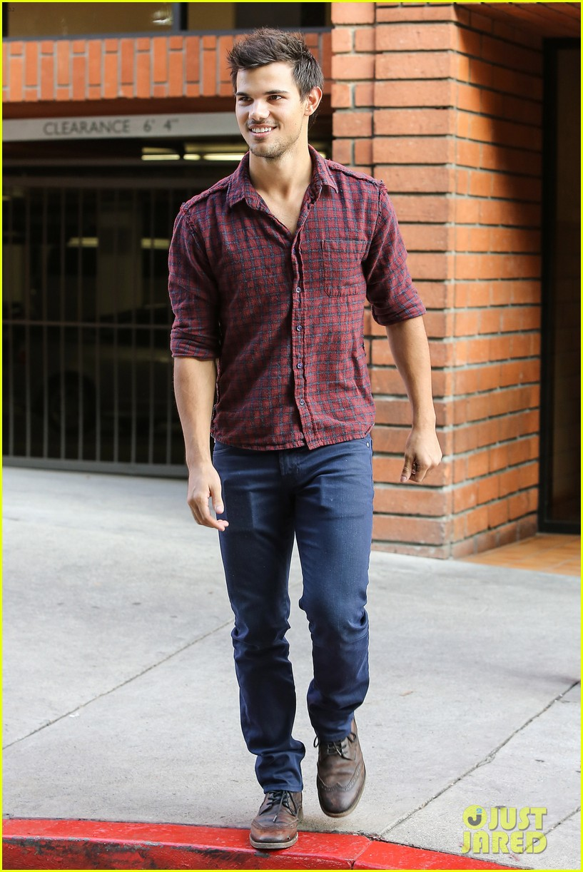 taylor lautner business in brentwood 16