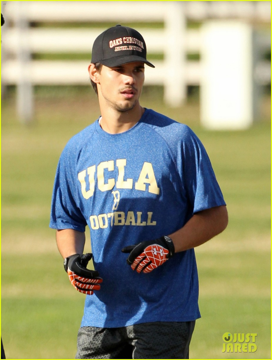 taylor lautner patrick schwarzenegger football fun 07