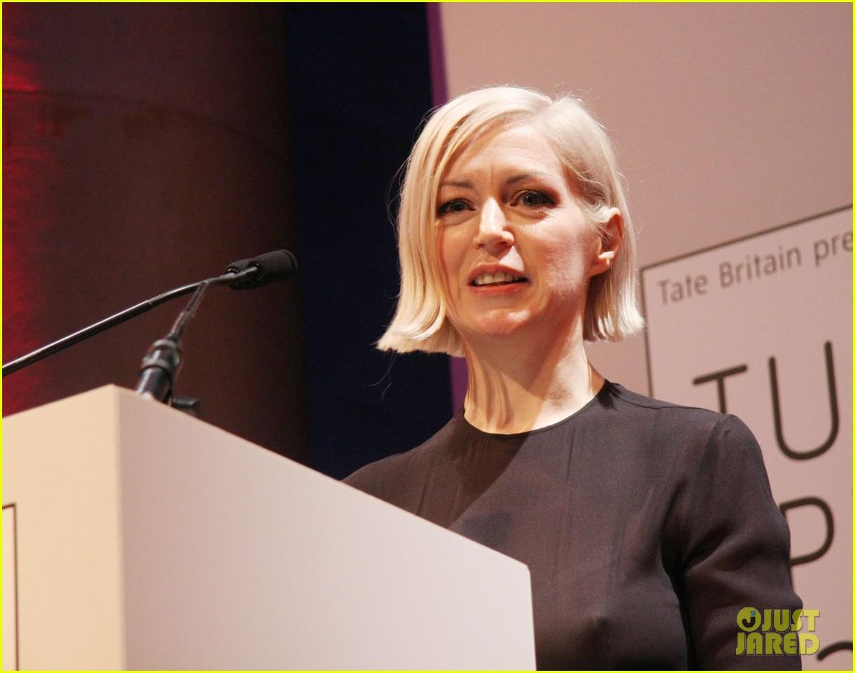 jude law 2012 turner prize presenter 06