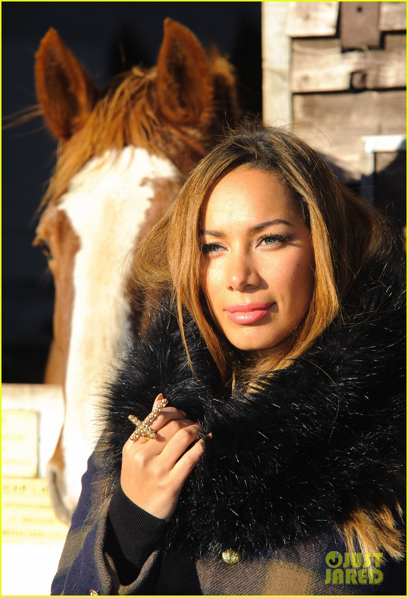 leona lewis hopefield animal sanctuary christmas fete 02