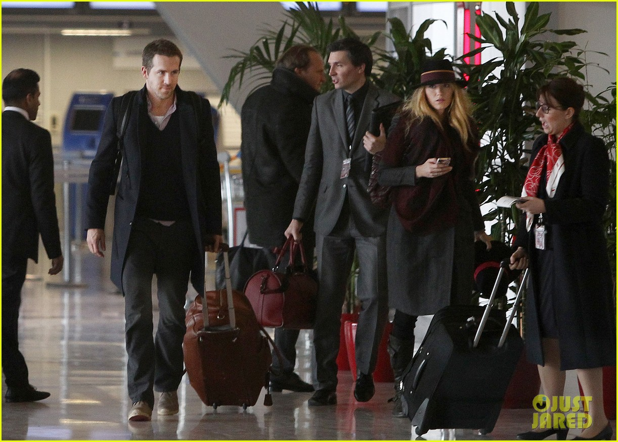 blake lively ryan reynolds charles de gaulle couple 01