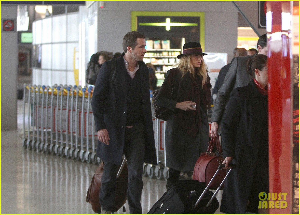 blake lively ryan reynolds charles de gaulle couple 05