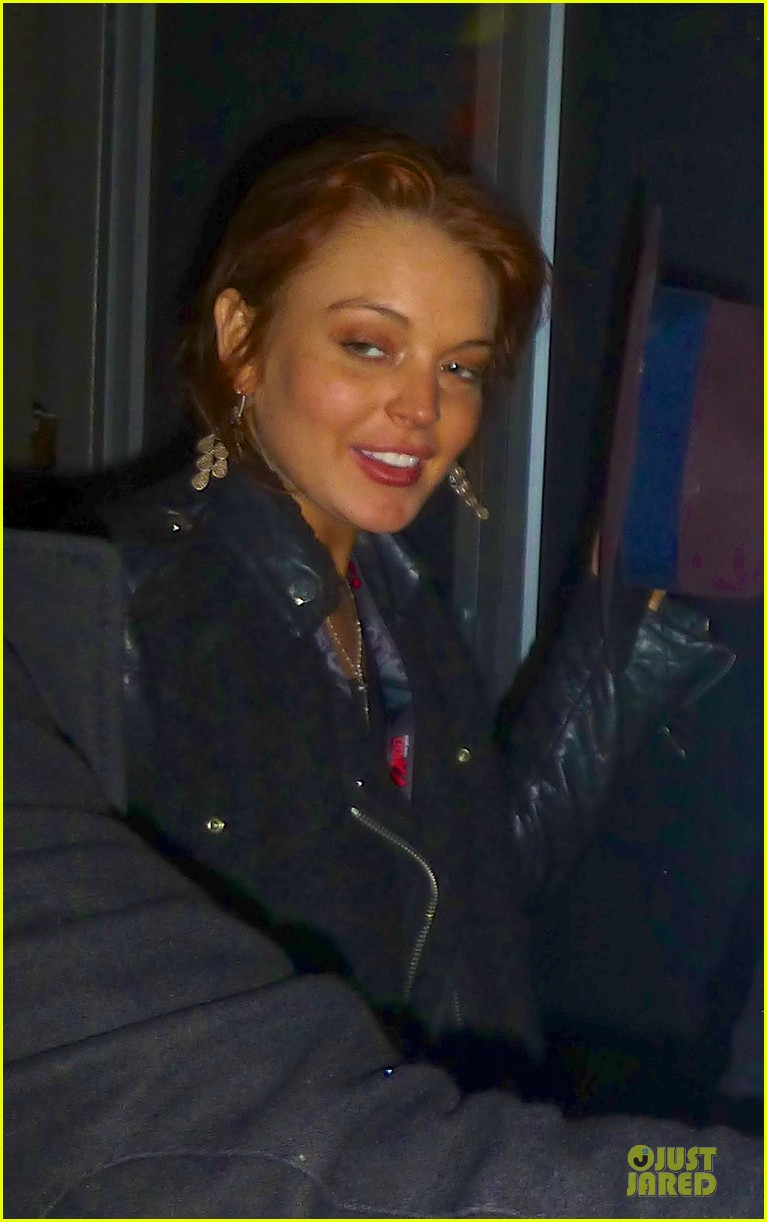 lindsay lohan watches the wanted at z100 jingle ball 2012 012771688