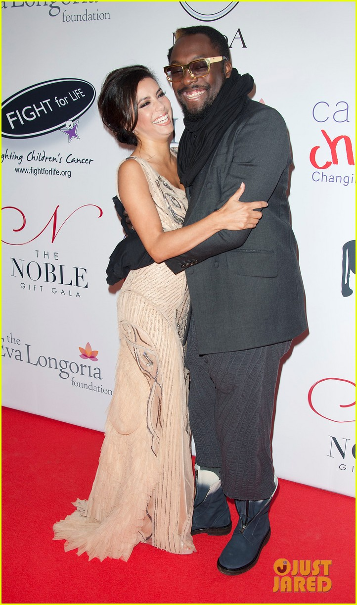 eva longoria noble gift gala with will i am 092772088