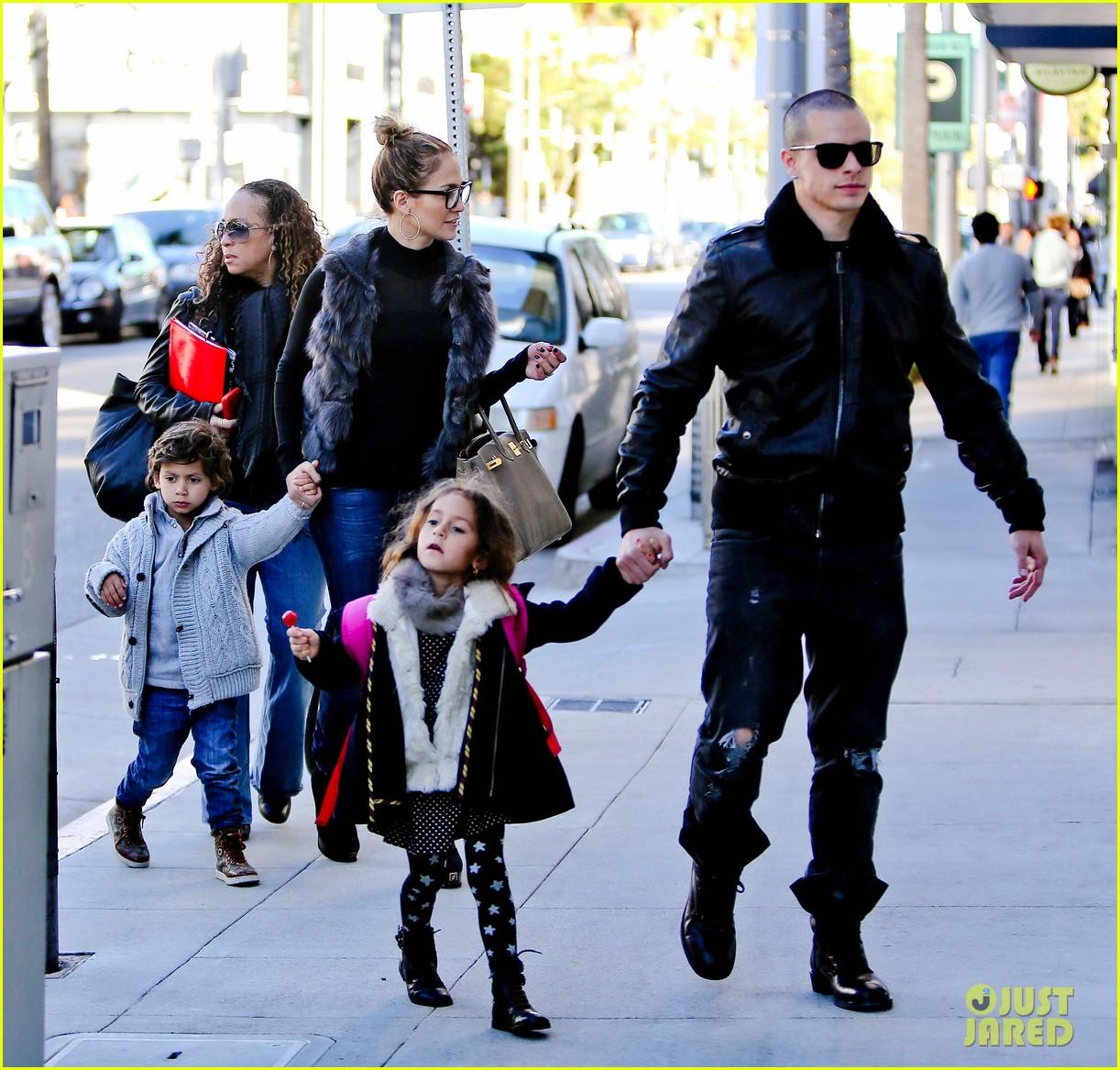 jennifer lopez casper smart beverly hills shopping with the kids 03