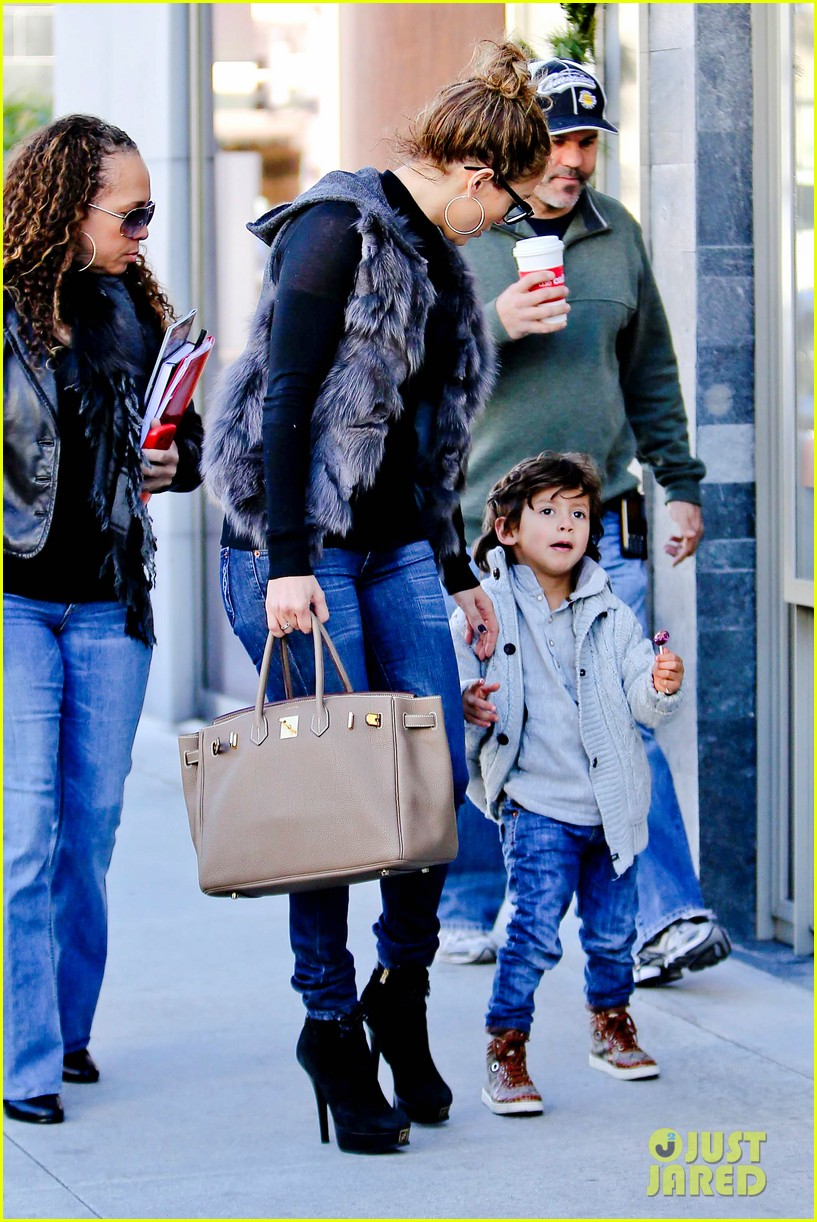jennifer lopez casper smart beverly hills shopping with the kids 13