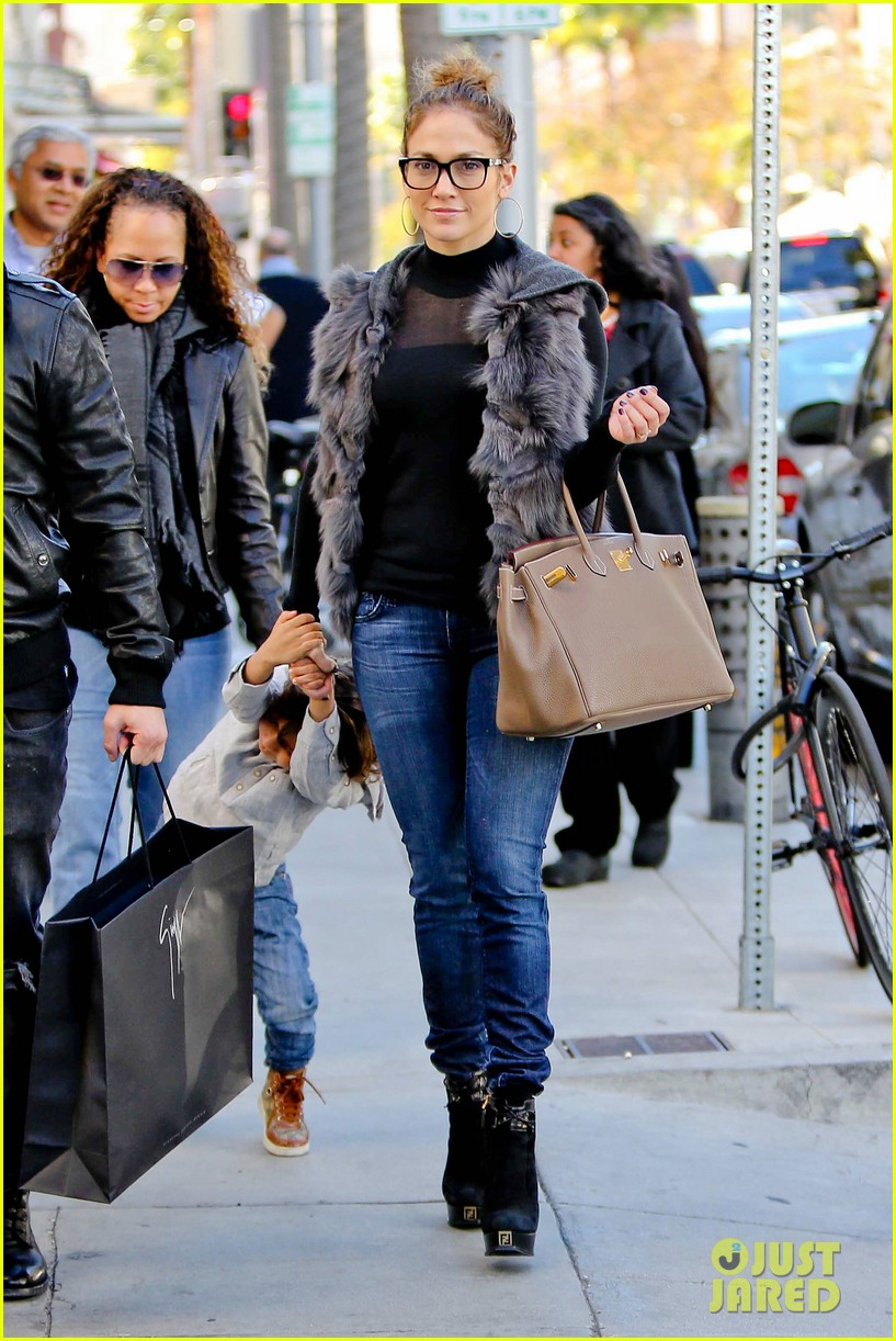 jennifer lopez casper smart beverly hills shopping with the kids 15