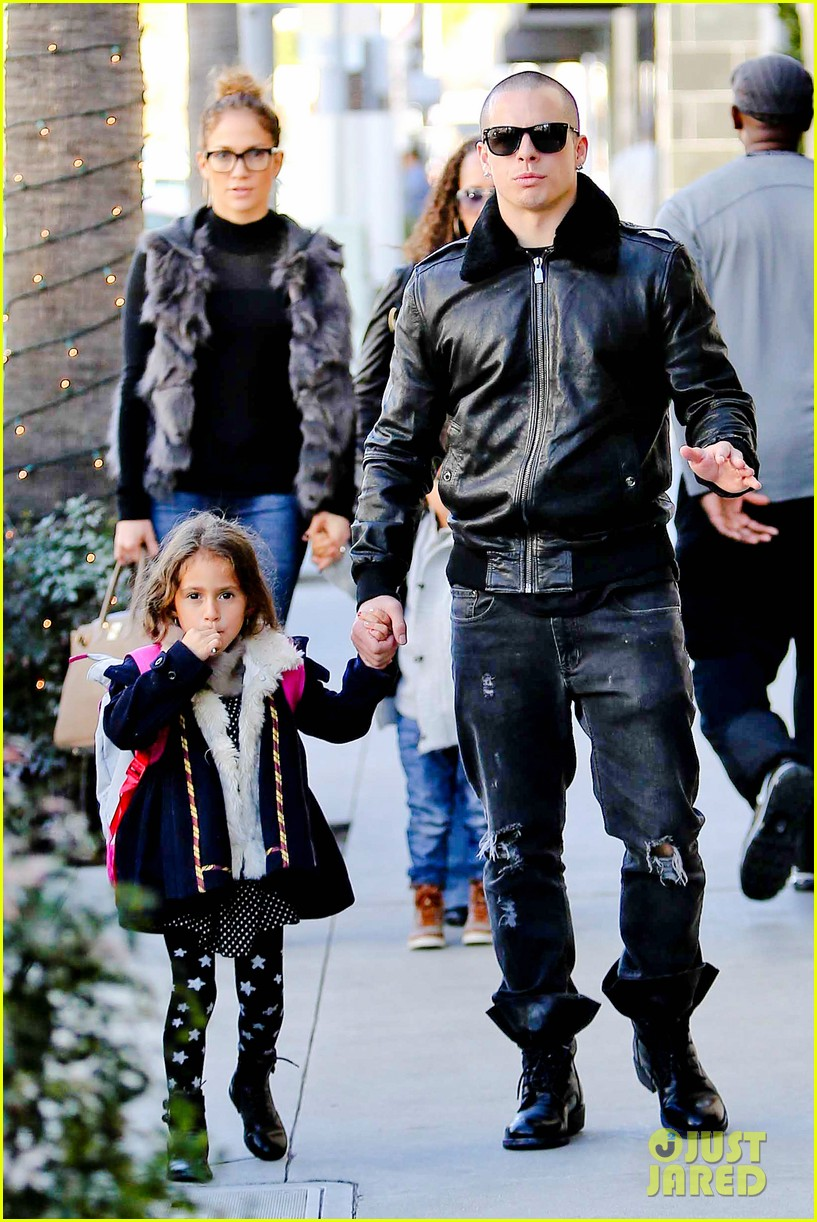 jennifer lopez casper smart beverly hills shopping with the kids 17