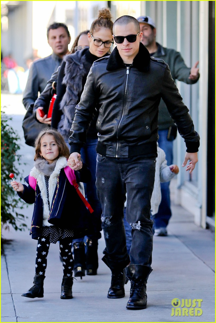 jennifer lopez casper smart beverly hills shopping with the kids 21