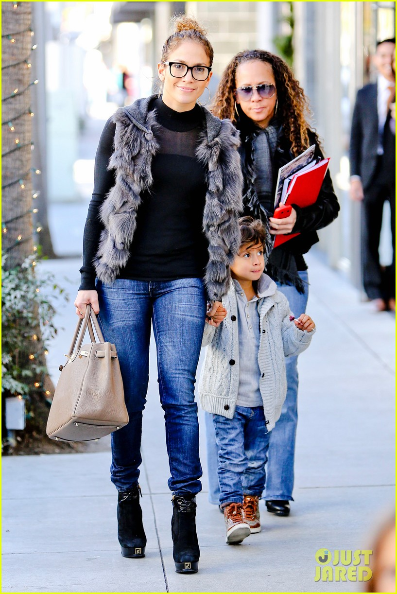 jennifer lopez casper smart beverly hills shopping with the kids 22