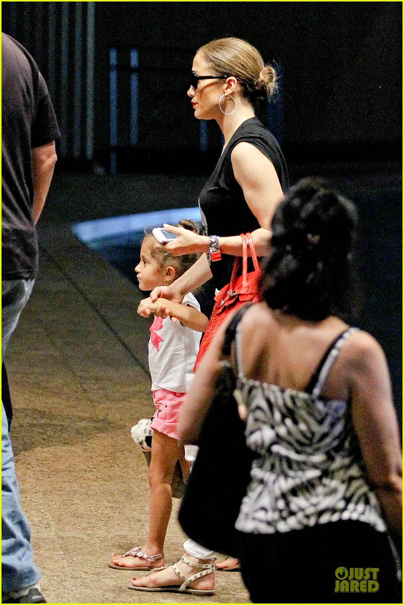 jennifer lopez yacht cruise with emme & max 06