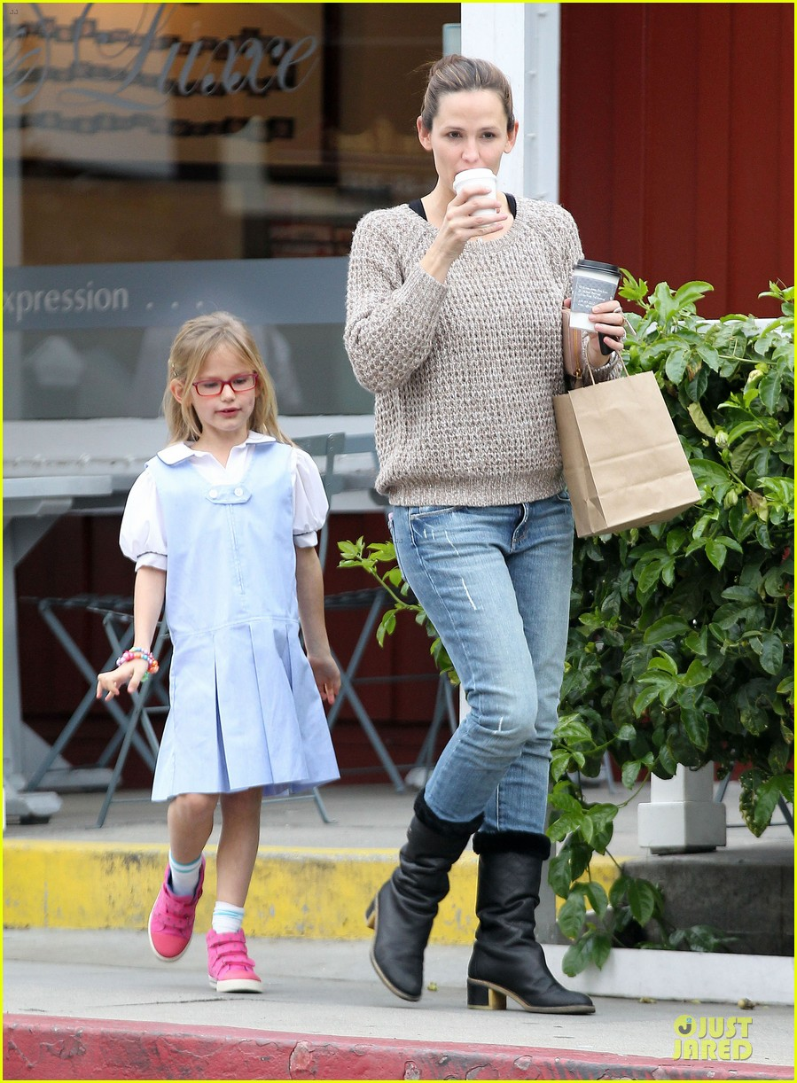 jennifer garner louises dinner with violet 03