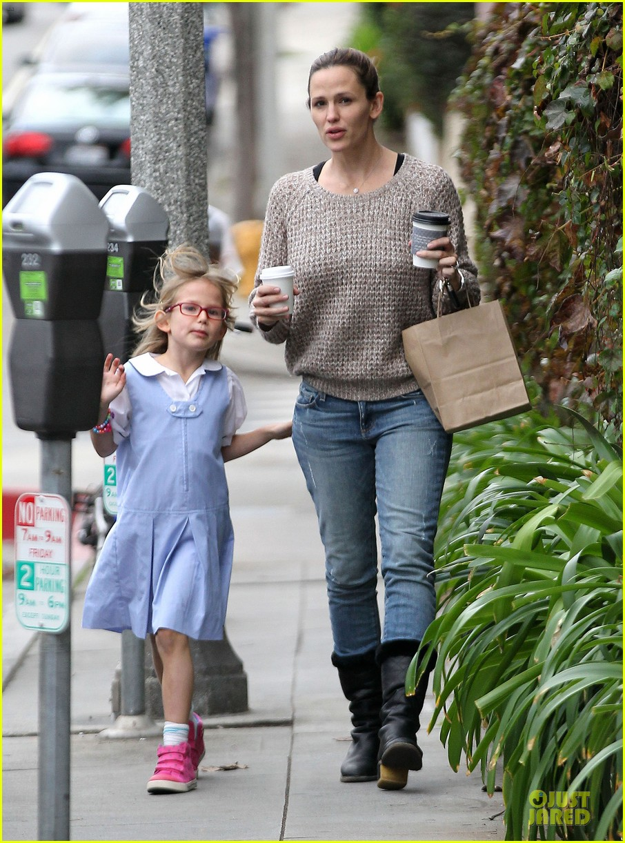 jennifer garner louises dinner with violet 23