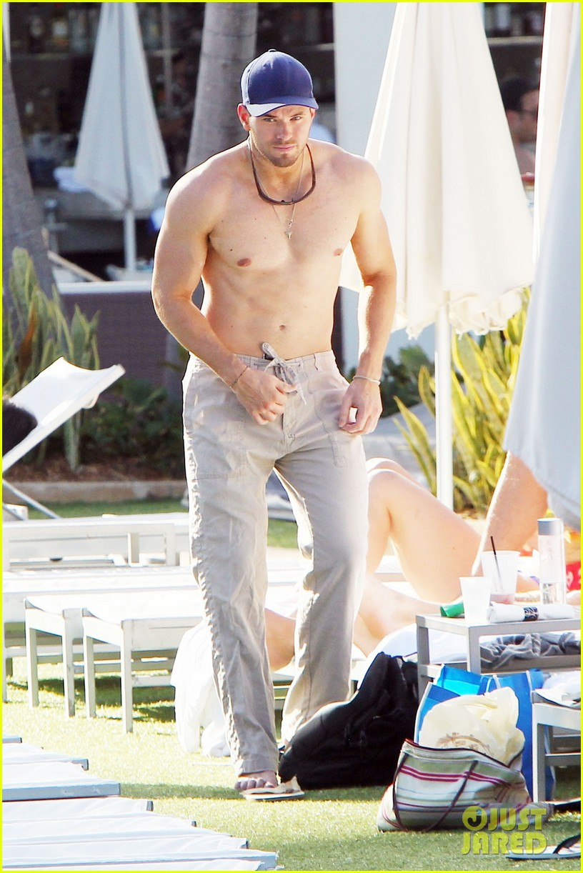 kellan lutz shirtless miami 10