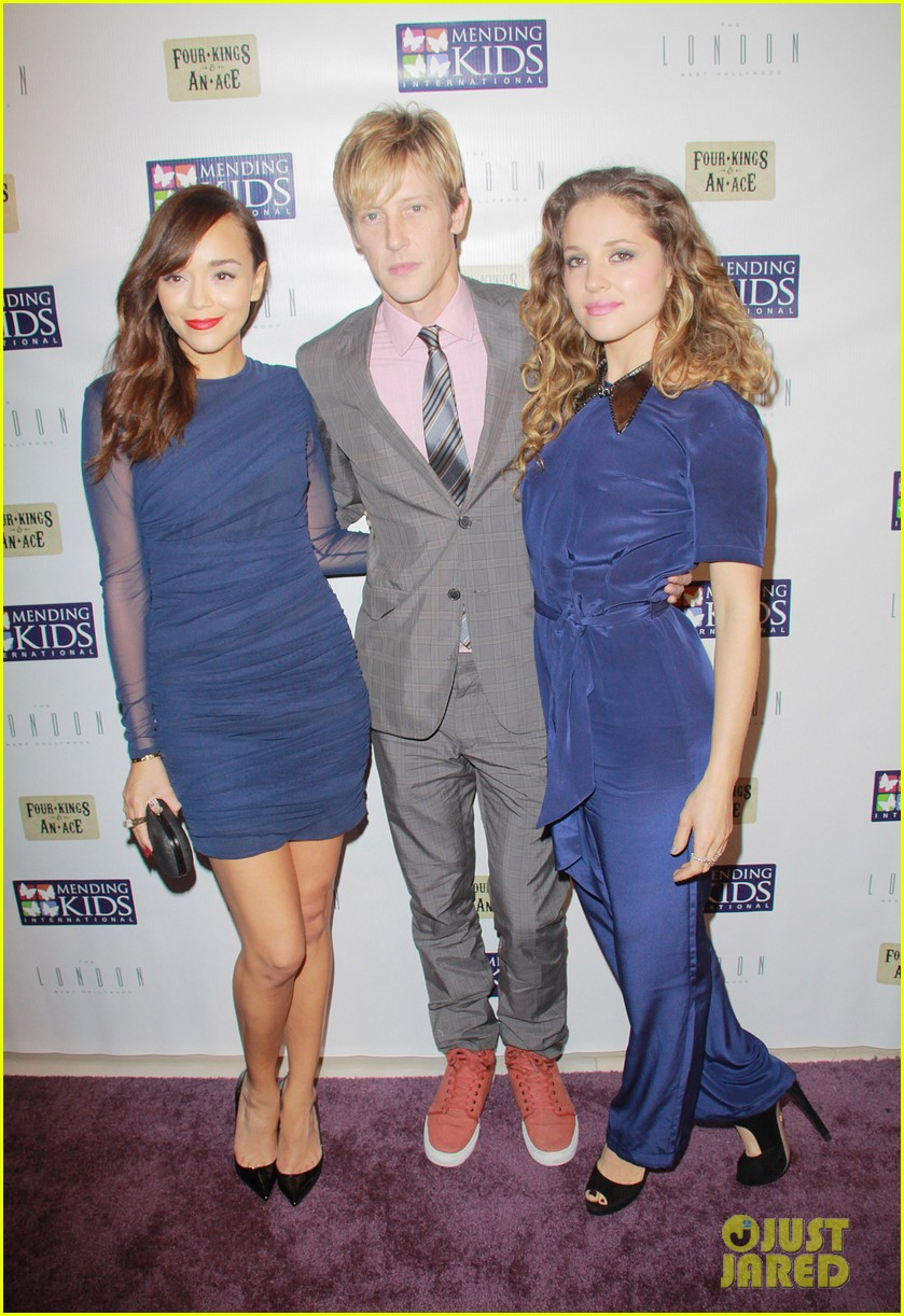 ashley madekwe madeleine stowe mending kids celebrity poker tournament 012767905