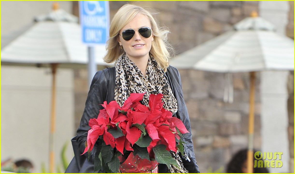 malin akerman gelsons holiday shopper 03