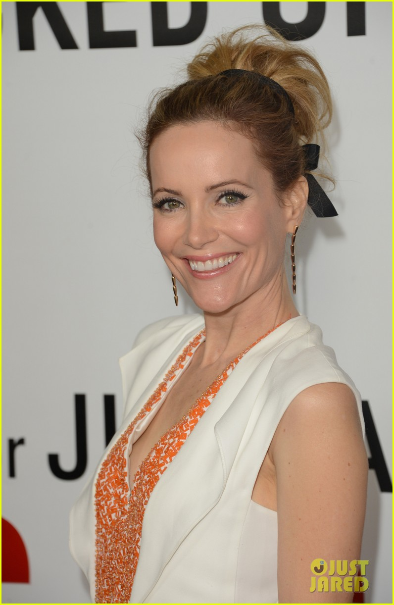 leslie mann lena dunham this is 40 premiere 02