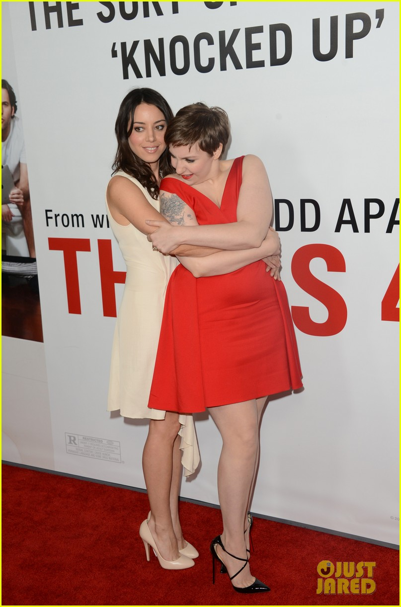leslie mann lena dunham this is 40 premiere 04