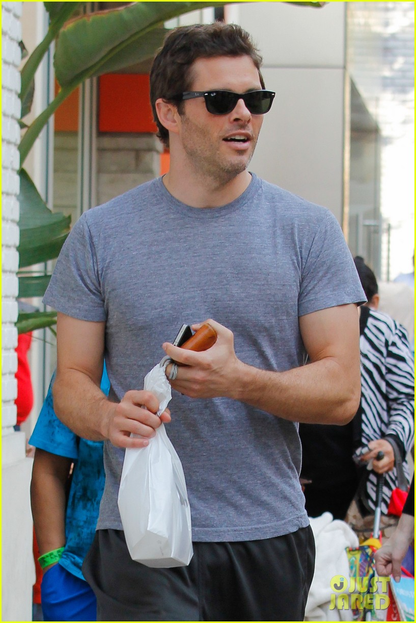 james marsden apple store shopper 022774548