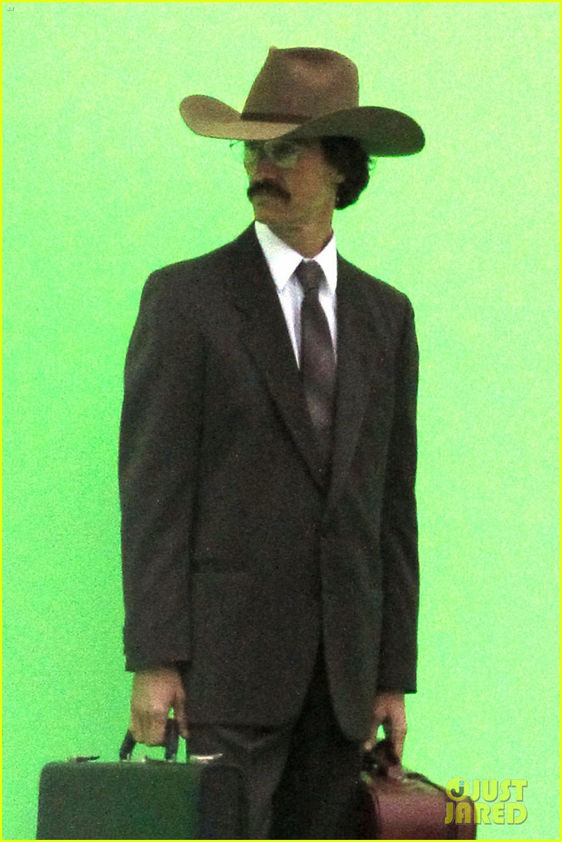 matthew mcconaughey costume day on dallas buyers club set 082774469