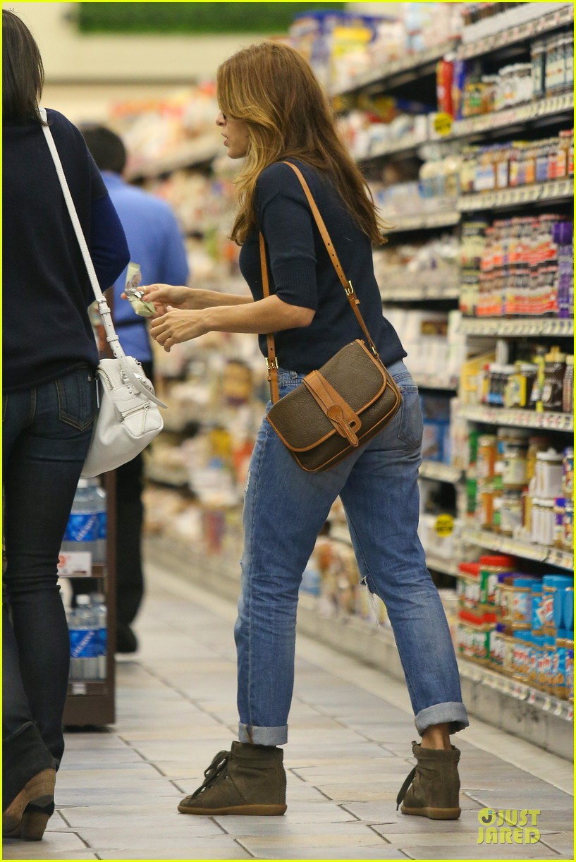 eva mendes grocery shopping with a gal pal 072782699