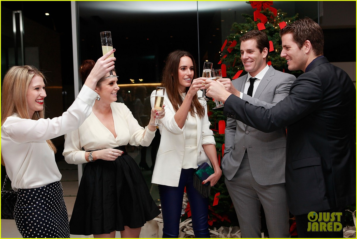 jesse metcalfe louise roe hukkster holiday party 08