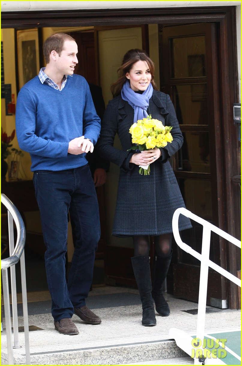 pregnant kate middleton leaves hospital with prince william 04